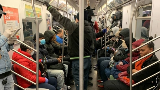 6068390_040120-wabc-crowded-subway-img